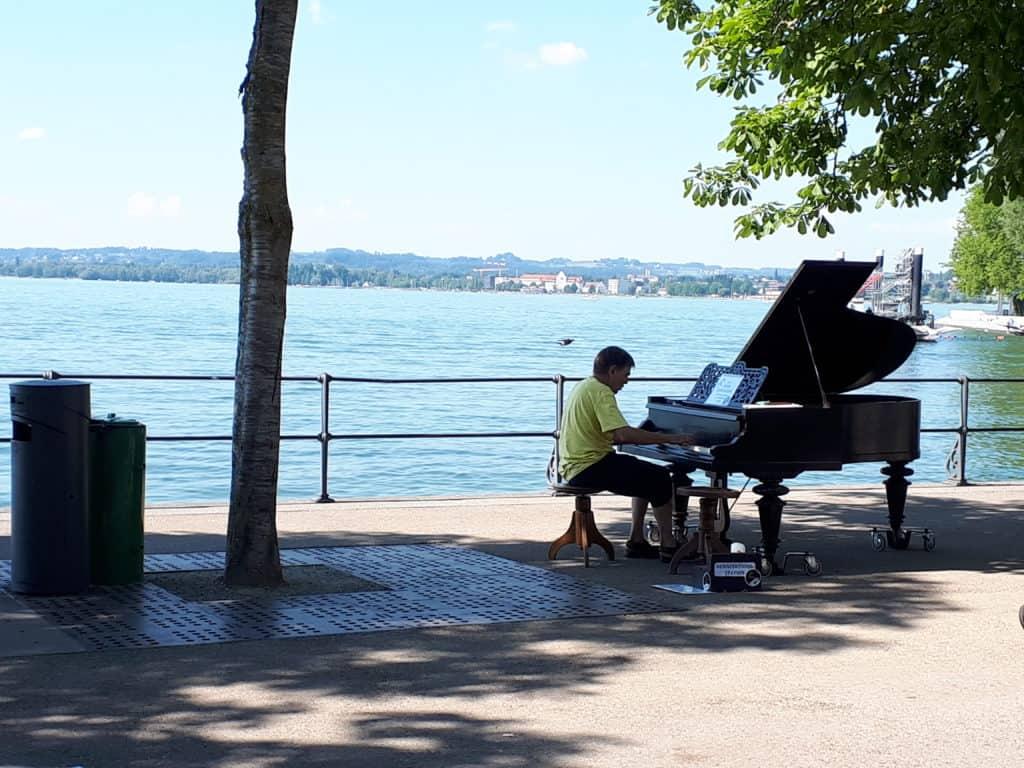 Ein Klavierspieler in Bregenz