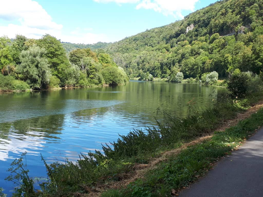 Der Doubs entlang durch das französische Jura
